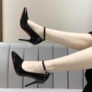 大碼高跟鞋21春新款漆皮高跟鞋女時尚不掉跟珍珠一字扣單鞋超大碼4344453日 快速出貨