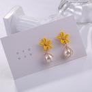 【NiNi Me】耳環 氣質甜美黃色花朵纏繞珍珠925銀針耳環 耳環 N0545
