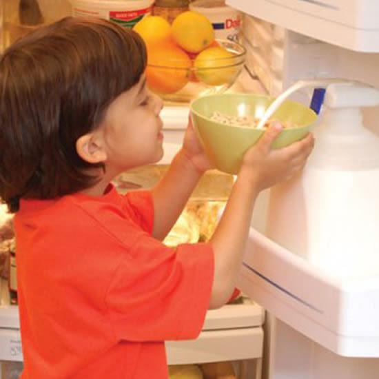 ✭慢思行✭【N72】電動飲料用抽水器 迷你 自動 飲水 果汁 牛奶 大容量 家庭號 汽水 電池 方便