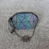 新款便攜化妝包小號韓國大容量收納包簡約幾何菱格夜光手拿手機包 全館免運
