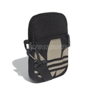 adidas 斜背包 Adicolor Large Trefoil Festival Bag 黑 金 男女款 手機包 小包包 【ACS】 FT8918