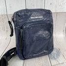 BRAND楓月 BALENCIAGA 巴黎世家 593651 深藍仿舊側背包 復古風 白色LOGO 斜背 胸包
