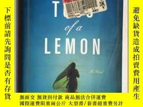 二手書博民逛書店THE罕見TOSS OF A LEMON(32開一厚冊619頁)