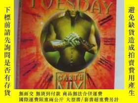 二手書博民逛書店Grim罕見Tuesday (Keys to the Kingd