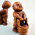 黃楊木雕刻提水小童  (單個)...