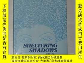 二手書博民逛書店英文原版罕見Sheltering Shadows by Kusu