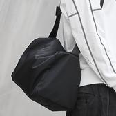 單肩斜挎包男帆布跨背包休閒大容量日系書包潮運動尼龍健身包 酷男精品館