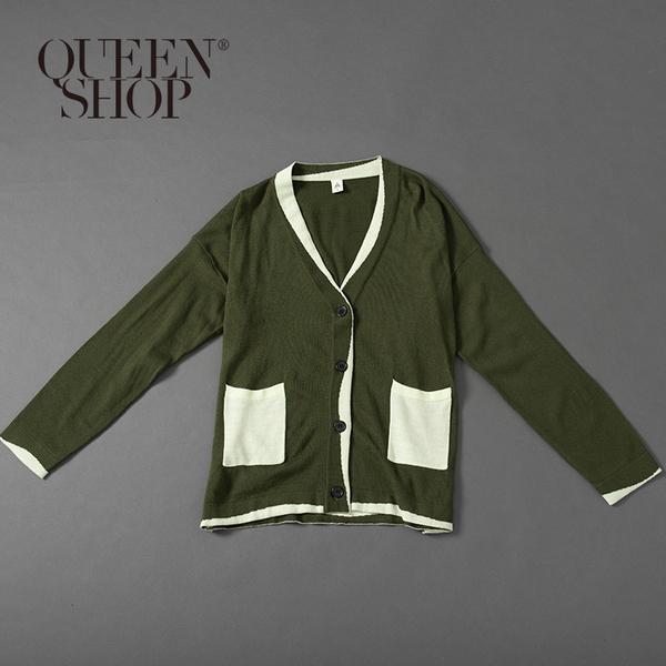 Queen Shop【02010955】墨綠配色針織口袋排釦外套 1/2*現+預*