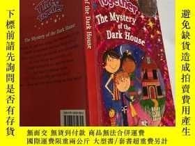 二手書博民逛書店three罕見together the mystery of the dark house 三人一起揭開黑暗房子的