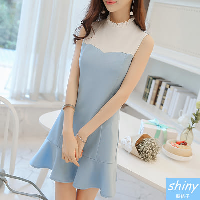 【V8188】shiny藍格子-甜美巧思 .撞色拼接荷葉邊無袖連身裙