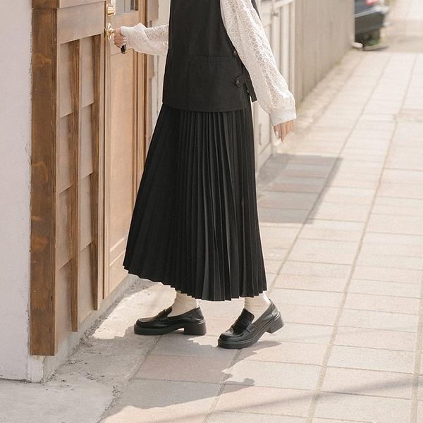 Queen Shop【03020800】氣質百褶造型傘擺長裙 三色售 S/M/L*現+預*