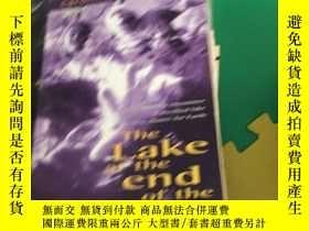 二手書博民逛書店the罕見lake at the end of the worl