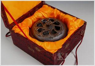 鐵鏽釉蓮花瓣鏤空扁香爐