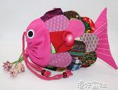 雲南民族手工布包卡通收口包魚形斜背包中號魚包背包拉繩休閒包 港仔會社
