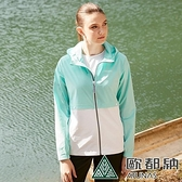 【南紡購物中心】【歐都納】女款透氣防曬輕量風衣外套/輕薄/防風(冰藍)