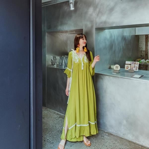 民族風洋裝`波西米亞民族風刺繡流蘇寬松開叉飄逸度假連身裙三色NE603依佳衣