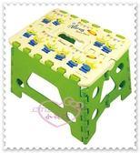 ♥小花花日本精品♥Hello Kitty 迪士尼三眼仔折疊椅摺疊凳小椅凳方便攜帶綠色 (預購)