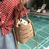 女包新款單肩斜挎小包韓版簡約抽繩水桶包ins同款鏤空帆布包  Cocoa