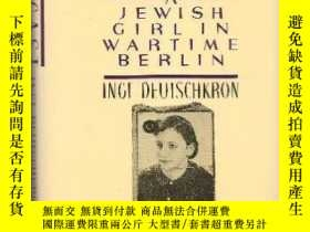 二手書博民逛書店Outcast:罕見A Jewish Girl in Warti