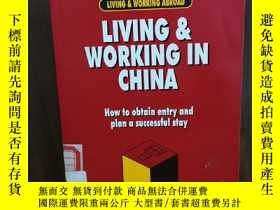 二手書博民逛書店Living罕見& Working in China: How