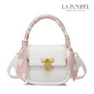 側背包 優雅絲巾裝飾幸運草鎖扣扇形包 4色-La Poupee樂芙比質感包飾 (預購+好禮)