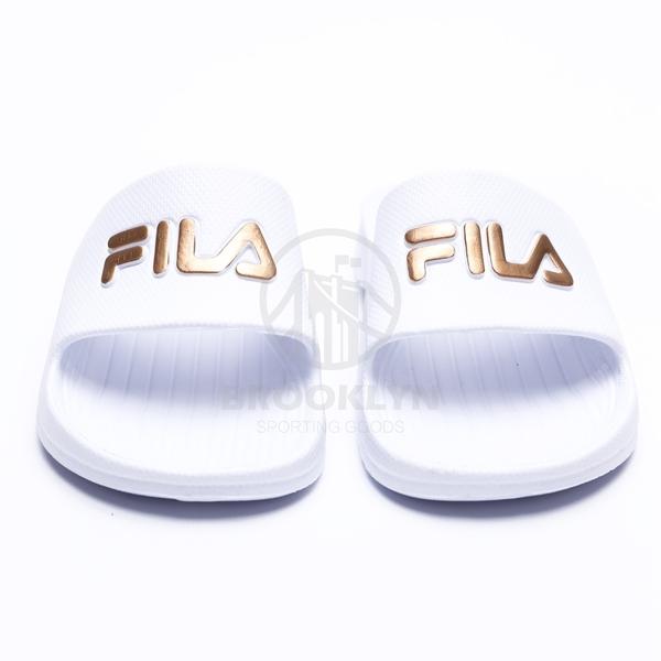 FILA (偏小建議大一號) 白金 英文LOGO 基本款 防水 拖鞋 男女 (布魯克林) 4S355T119