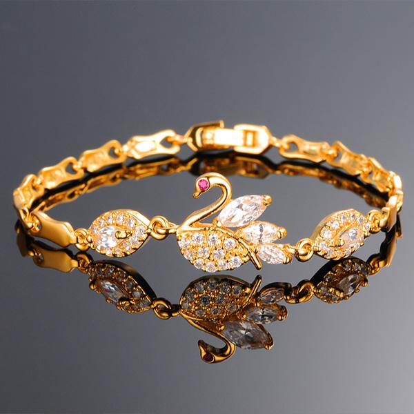 《 QBOX 》FASHION 飾品【B100N440】 精緻秀氣水晶天鵝鍍黃K金手鍊/手環