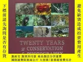 二手書博民逛書店A罕見Gift Of Nature ,twenty years of conservation and photo