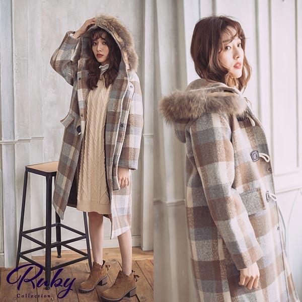 外套 牛角釦格紋毛領連帽毛呢長版大衣外套-Ruby s 露比午茶