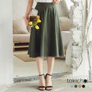 ◆ 仿牛仔質感的斜紋布料,下擺做不收邊抽鬚的效果,傘擺的版型使你走動裙身都跟著擺動。