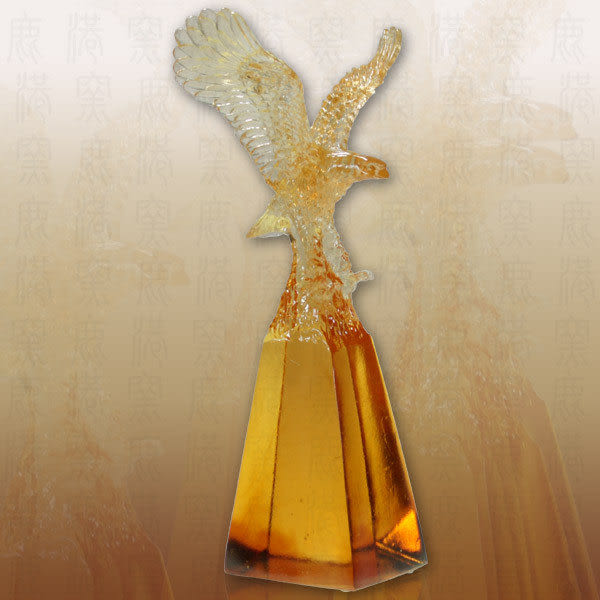 登峰造極-老鷹~含水晶座-可當擺飾、可當獎牌◆免運費送到家