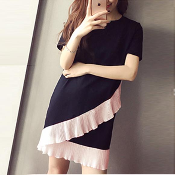 寬鬆針織彈力撞色拼接百褶荷葉邊洋裝 ( 黑+ 粉) 11750029