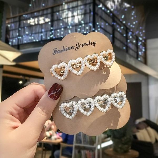 【NiNi Me】韓系髮飾 氣質甜美優雅珍珠愛心彈簧夾髮夾 髮夾 H9519
