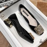 粗跟皮鞋時尚韓版百搭漆皮方頭淺口單鞋【愛物及屋】
