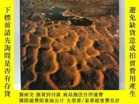 二手書博民逛書店THE罕見NATURAL FEATURES OF CHINA(中國自然景觀) 英文版Y22565 不祥 不祥