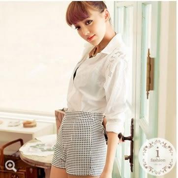 顯瘦包臀彈性格子短褲(白) N2