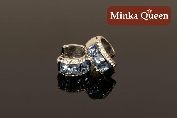 德國鈦鋼 淺藍三排滿鑽造型 精緻水鑽、鋯石抗敏易扣耳環(一對)(15 mm)