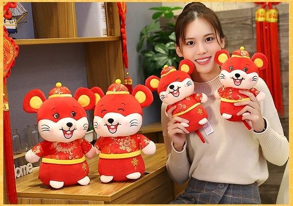 【25公分】過年招財鼠娃娃 生肖鼠玩偶 新年快樂吉祥物公仔 聖誕節交換禮物 鼠年行大運