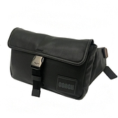 【COACH】專櫃款皮牌LOGO男款斜背腰包(黑)