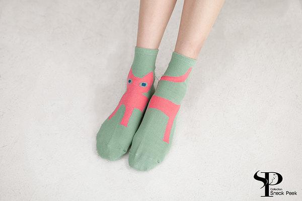 左右腳貓咪圖案棉襪