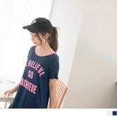 《AB10871-》高含棉英文燙印單肩帶點綴長版寬鬆短袖上衣/T恤 OB嚴選