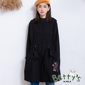 betty's貝蒂思 率性刺繡腰間抽繩大衣(黑色)