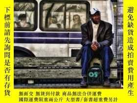 二手書博民逛書店Traveling罕見Light: On the Road with Americas Poor-輕裝旅行:在美國