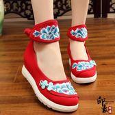 民族風帆布刺繡繡花鞋復古中國結盤扣布鞋坡跟運動底女單鞋【印象閣樓】