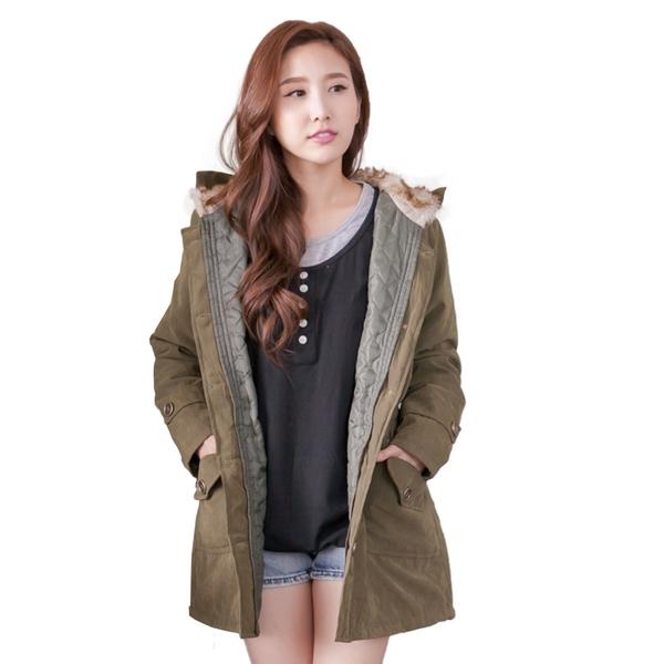 外套--貴婦氣息皮草帽裏鬆緊腰間銅釦鋪棉外套(粉.綠2L-5L)-J110眼圈熊中大尺碼