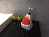 【麗室衛浴】國產陶瓷按壓菱形款檯面式給皂機G 625 8