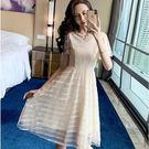 顯瘦V領時尚條紋網紗透膚荷葉袖蕾絲洋裝/...
