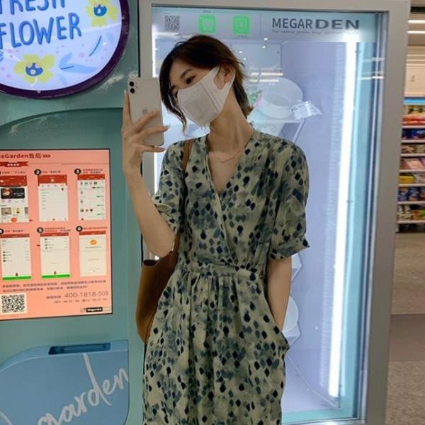 法式復古小眾V領連衣裙女夏季新款設計感小眾輕熟風