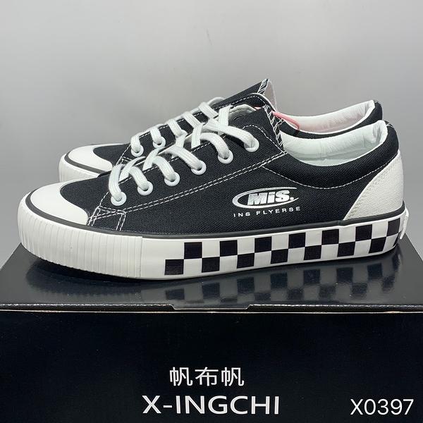 X-INGCHI 男女款黑色方格紋休閒鞋 X0397