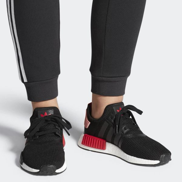 Adidas NMD_R1 女鞋 慢跑 休閒 流行 襪套 BOOST 緩震 限量 黑 【運動世界】 D97088